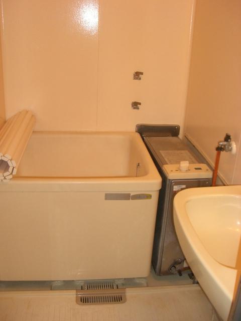 浴室は、バランス釜になります。(風呂)