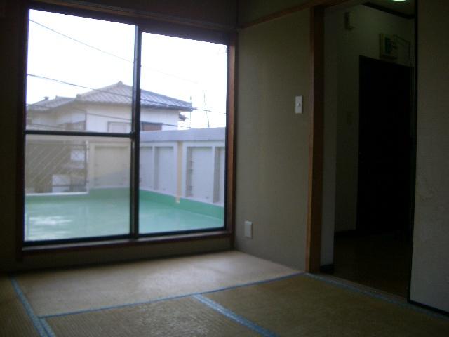 あると落ち着く和室、約6帖。(居間)