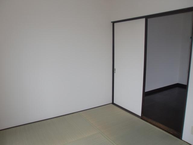 あると落ち着く和室、約6帖。