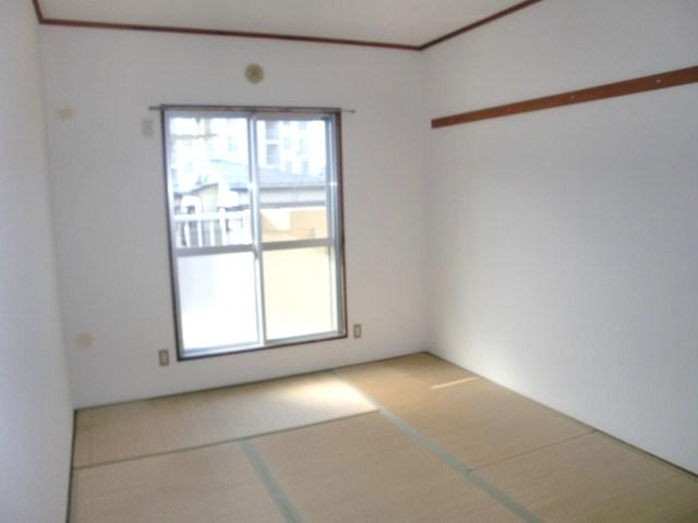 あると落ち着く、和室は約6帖ございます☆
