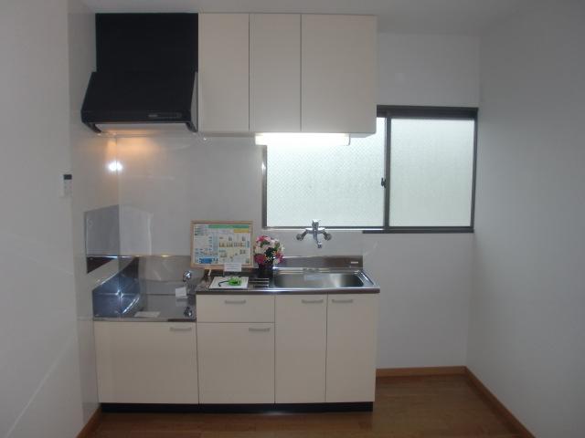 使い勝手の良いキッチンです。※写真は101号、同タイプ(キッチン)