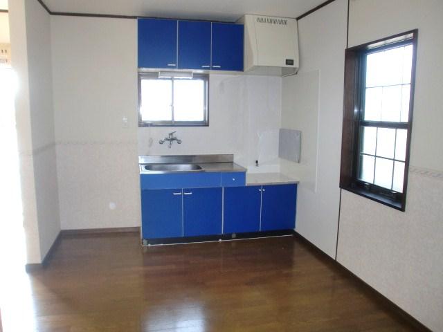 キッチンにも窓があり、明るいです☆(キッチン)