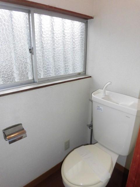 トイレは、洋室になります。