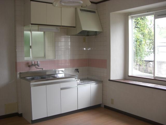 窓のある、明るいダイニングキッチンです!(キッチン)
