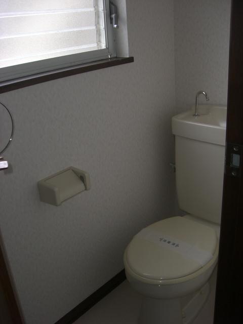 明るいトイレです!