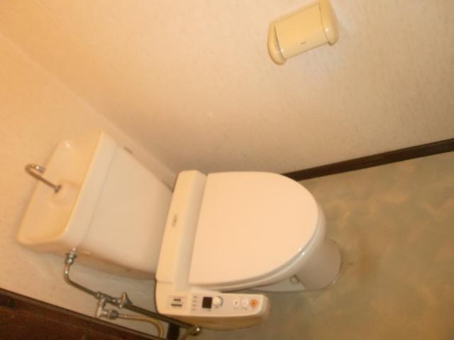 温水洗浄便座付きのトイレです☆