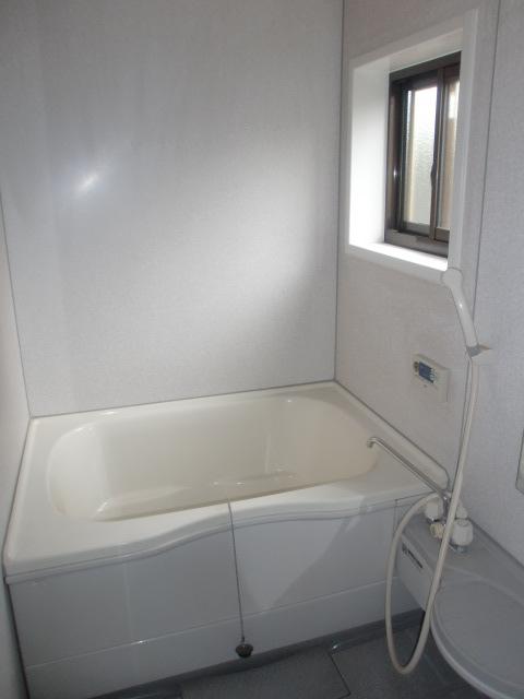浴室はリフォームされていて綺麗です!(風呂)